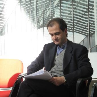 36. Corso di Scrittura CreAttiva - ScriviAmo 2015, Serata alla MEM di Cagliari 11 aprile 2015, Eugenio Dessy legge, foto by Duranti© - All rights reserved